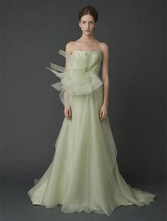 『ヴェラ・ウォン ブライド』のカラードレスが見たい! アートとモードが薫るカラースタイル   ウエディング   25ans(ヴァンサンカン)オンライン
