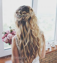 Loose ripples with a half braid framed by a hairbrush - Brautfrisur - Wedding Hairstyles Homecoming Hairstyles, Wedding Hairstyles For Long Hair, Formal Hairstyles, Bride Hairstyles, Down Hairstyles, Hairstyle Ideas, Long Prom Hair, Hairstyles For Bridesmaids, Black Hairstyle