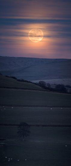 Luna llena desde Kerridge Ridge,Inglaterra .19 de marzo 2011