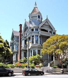 The woodframe Haas-Lilienthal House, designed by architect Peter R. Schmidt for William Haas, is an early Queen Anne at its San Francisco best. I used to go to Halloween parties here! San Francisco Architecture, San Francisco Houses, San Francisco City, San Francisco California, Arch Building, Pacific Heights, Second Empire, Victorian Architecture, Victorian Homes