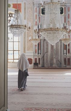 Find images and videos about islam, hijab and muslim on We Heart It - the app to get lost in what you love. Hijab Niqab, Muslim Hijab, Mode Hijab, Hijabi Girl, Girl Hijab, Beautiful Muslim Women, Beautiful Hijab, Islamic Fashion, Muslim Fashion
