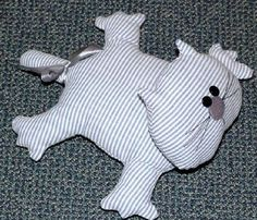 Free Pattern Cute Cushions, Funny Pillows, Diy Pillows, Stuffed Animal Cat, Stuffed Animal Patterns, Cat Pattern, Free Pattern, Pillow Crafts, Cat Applique