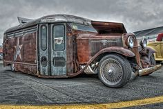 Rat Rod Bus at the Southeastern Nationals.   This is one cool bus!