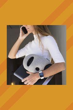 Angenehmes Nackenkissen fürs #Flugzeug. Keine #Nackenschmerzen dank dem #Nackenkissen! Einfach die #Hand verstauen, direkt in dem #Kissen!