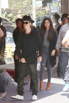 Video: Justin Bieber And Selena Gomez Arriving At The Hotel And Shopping In Toronto