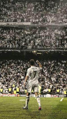Cristiano Ronaldo triumfuje z kibicami Realu Madryt Cristiano Ronaldo 7, Ronaldo Cristiano Cr7, Cr7 Messi, Cristiano Ronaldo Wallpapers, Messi And Ronaldo, Ronaldo Real Madrid, Cr7 Wallpapers, Real Madrid Wallpapers, Football Is Life