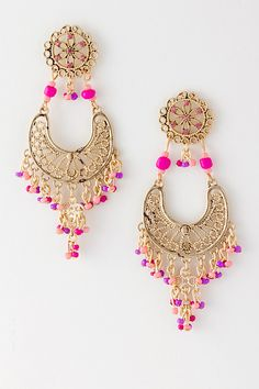 #TopshopPromQueen  Neon and gold in small proportions makes an outfit look younger and more fun.