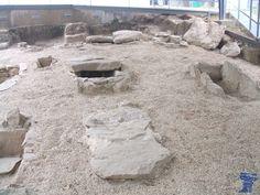 Necrópolis de inhumación de época visigoda, fechada entre los siglos VI y VII d.C., se descubrió en 1969 a consecuencia de los trabajos de reforma efectuados en la ermita necropolis visigoda colmenar viejo 4.jpg