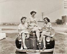 1940s summer breeze fun. #vintage #1940s #women #cars