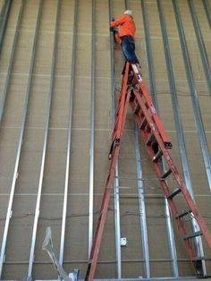 It's scary how many photos I've seen of ladders being stacked on top of each other to gain extra height. Safety Ladder, Safety Pictures, Safety Fail, Job Fails, I Choose Life, Darwin Awards, Construction Safety, Safety Posters, Out Of Your Mind