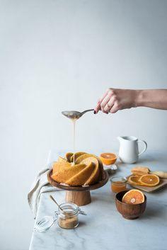 Bundt cake à l'orange - Lilie Bakery Cake Recipes, Dessert Recipes, Buckwheat Cake, Snacks Sains, Bunt Cakes, Gateaux Cake, Cake Photography, Baking Tins, Cake Tins