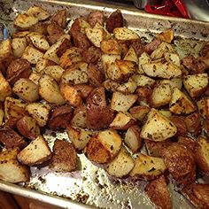 I made this simple but tasty dish to go with my veggie Plate dinner. My husband . Red Skin Potatoes Recipe, Roasted Red Skin Potatoes, Baked Red Potatoes, Red Skinned Potatoes, Steak Potatoes, Oven Roasted Potatoes, Veggie Plate, Veggie Food, Red Potato Recipes