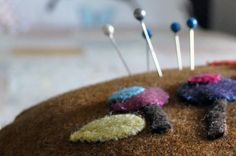 ༺༺༺♥Elles♥Heart♥Loves♥༺༺༺ .............♥Pincushions♥............. #Pincushion #Pin #Cushion #Design #Sewing #Notions #Needle #Handmade #Vintage #Craft #Tutorial #Pattern ~ ♥Playing in the Attic: The Parade of the Pincushions