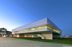 Biblioteca Municipal de Viana do Castelo, Portugal (projecto de Álvaro Siza)