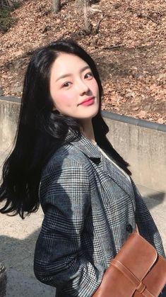 Alt pretty asian woman in