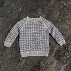 Lasse sweater by Susie Haumann from the book Warm Knit for Cool Kids Knitting For Kids, Crochet For Kids, Knit Crochet, Knit Baby Sweaters, Boys Sweaters, Sewing Baby Clothes, Sweater Knitting Patterns, Baby Cardigan, Cool Baby Stuff