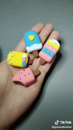 Figurine en fimo en forme de glace – Hobbies paining body for kids and adult Fimo Kawaii, Polymer Clay Kawaii, Fimo Clay, Polymer Clay Charms, Polymer Clay Projects, Polymer Clay Creations, Polymer Clay Magnet, Clay Beads, Clay Crafts For Kids