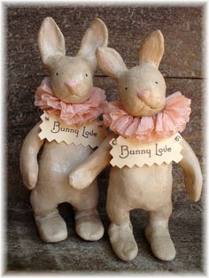 ~ The Feathered Nest ~ paper clay bunnies Paper Mache Projects, Paper Mache Crafts, Clay Crafts, Paper Clay Art, Paper Mache Clay, Easter Parade, Bunny Art, Paperclay, Vintage Easter