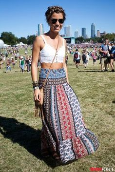 The flowy skirt and crop top combo is everything we dream of looking like at summer music festivals. Look Festival, Festival Mode, Music Festival Fashion, Festival Outfits, Music Festivals, Acl Festival, Texas Fashion, Boho Fashion, Fashion Outfits