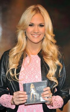 Carrie Underwood at HMV signing in London (June 2012)