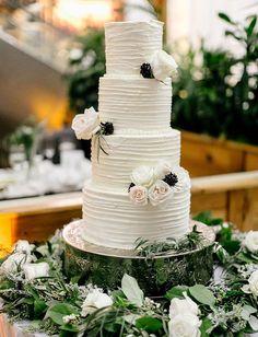 Garden Wedding Food Buttercream Cake 55 Ideas For 2019 Wedding Shoes Bride, Green Wedding Shoes, Wedding Veil, Wedding Album, Wedding Book, Wedding Dresses, Garden Cakes, Garden Wedding Decorations, Table Decorations