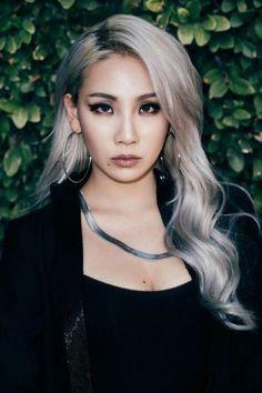 Resultado de imagem para cl with grey hair Cl 2ne1, Kpop Girl Groups, Kpop Girls, Cl Rapper, K Pop, Chaelin Lee, Lee Chaerin, Blonde Asian, Cl Fashion