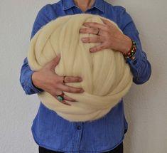 Ovillo gigante de lana xxl para arm knitting Lana, Dreadlocks, Hair Styles, Beauty, Yarns, Tejidos, Hair Plait Styles, Hair Makeup, Hairdos