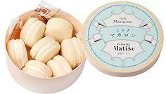ミルクマカロン Food Packaging Design, Packaging Design Inspiration, Macaron Packaging, Cupcake Container, Japanese Packaging, Bakery Box, Milk And Cheese, Japanese Snacks, Box Cake