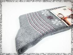 Kış mevsiminin sembolü kar tanesi ❄ desenli bu çoraplarla ayaklarınıza da şıklık katın! >>> www.kutukutumoda.com/kar-tanesi-desenli-corap <<<