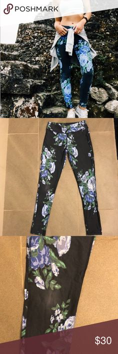 Albion fit Antigua leggings Albion Fit Antigua leggings. Full length. Size XS. Slightly faded in the knee. Mid rise. Pet free/ smoke free home. Albion Pants Leggings