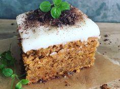 Saftig gulrotkake med spelt og havre - Bremykt Vanilla Cake, Food And Drink, Sweets, Cakes, Desserts, Pies, Baking Soda, Tailgate Desserts, Deserts