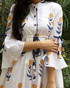 Looking for latest sleeve designs to try with your kurtis and kurthas? Here are 15 chic designs that will look totally chic on your dress. Kurti Sleeves Design, Kurta Neck Design, Sleeves Designs For Dresses, Dress Neck Designs, Sleeve Designs, Silk Kurti Designs, Kurta Designs Women, Kurti Designs Party Wear, Salwar Designs