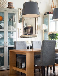 Home Inspiration: great color combo (grey, blue, white) and mix of wood and metal Home, Decor Design, Furniture, Interior, Dining Room Decor, Room Decor, Dining Table Lighting, Dining Table, Dining Room