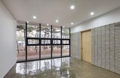 Architect      :  Oh Jongsang Site area      :  758 sqm Total floor area :   238 sqm Photographer   :  Namgoong Sun On the edge of the land to the west, ...