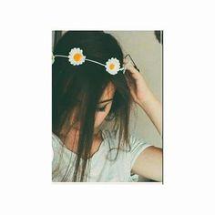 Cute Girl Photo, Girl Photo Poses, Girl Photos, Teenage Girl Photography, Photography Poses Women, Profile Pictures Instagram, Photo Instagram, Cartoon Girl Images, Girl Hiding Face