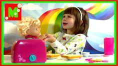 Играем с куколкой Baby Alive стрижем, одеваем подгузник, готовим тосты  ...