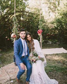 O vestido o balanço o terno a renda... ah que visual lindo!  #noiva #bride #ceub #casaréumbarato #wedding #instawedding #casamento #buquê #flores #flower #buquêdenoiva #inspiração #instawedding #noivas #noiva #noiva2016 #noiva2017 #ido #instabride #picoftheday #bridesmaid #dreamwedding #bff #engaged #bridetobe #fashion #fashionista