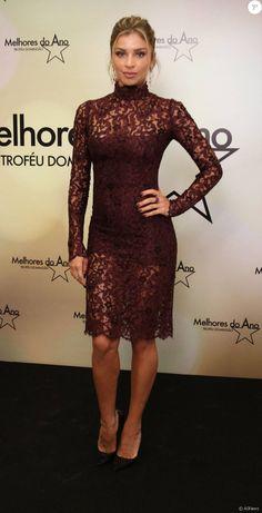 Grazi Massafera arrasou no vestido rendado da Dolce Gabbana e scarpin Christian Louboutin na premiação Melhores do Ano do 'Domingão do Faustão', neste domingo, 13 de dezembro de 2015