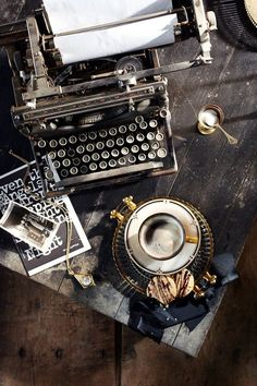coffee and writing on a typewriter Coffee And Books, Coffee Love, Coffee Corner, Book Aesthetic, Aesthetic Vintage, Vintage Typewriters, Jolie Photo, Still Life Photography, Coffee Photography