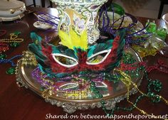 Between Naps on the Porch | Mardi Gras Table Setting and Decorations | http://betweennapsontheporch.net