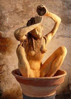 J'ai découvert cette artiste, qui expose en ce moment à Honfleur. Je ne peux pas dire véritablement que j'aime ses oeuvres, mais il est... Concrete Sculpture, Art Sculpture, Sculptures, Art Antique, Ferrat, Greek Art, Inspiration Art, Ancient Art, Oeuvre D'art