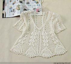 Bom dia ...o crochet em alta neste verão, achei esta blusa muita linda, bem fresquinha, dá para usar também nos dias mais amenos...tem os g...