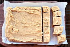 If you need an easy candy recipe, stop looking! Simple to make and packed with a delicious combo of flavors, this easy peanut butter fudge recipe is sure to go into your tried and true recipe file! Fudge Caramel, Bonbon Caramel, Easy Chocolate Fudge, Vanilla Fudge Recipes, Best Peanut Butter Fudge, Easy Candy Recipes, Lemon And Coconut Cake, Peanut Recipes, Candy