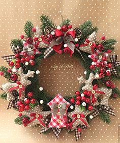 Купить Венок рождественский Прянично-ягодный Новогодний интерьер в интернет магазине на Ярмарке Мастеров