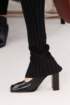 Balenciaga Spring 2017 Ready-to-Wear Fashion Show - 2021 trends Fashion Details, Fashion Design, Fashion Trends, Balenciaga Spring, Fashion Gone Rouge, Mannequins, Fashion Watches, Me Too Shoes, Fancy Shoes