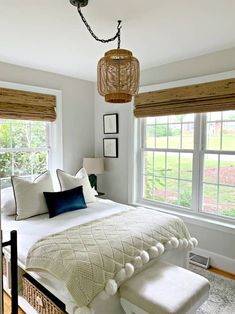 How to make a DIY hanging lamp from thrifty finds for a guest bedroom. Rattan hanging lamps are a popular choice for any room in the house. Hanging Lamps For Bedroom, Pendant Lighting Bedroom, Hanging Lamp Shade, Diy Pendant Light, Bedroom Light Fixtures, Diy Hanging, Hanging Lights, Rattan Light Fixture, Jar Chandelier