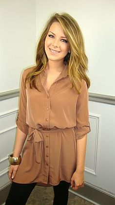 Neutral Tunic. Also LOVE her hair color!