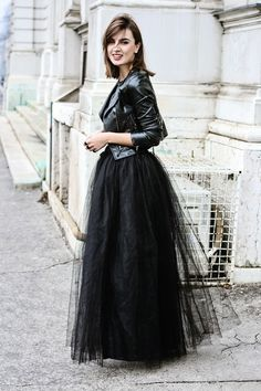 40 Feminime Look Schwarzer Tüllrock Outfits Ideas 9 - Fiveno - Skirts and Dresses - Skirt Long Black Tulle Skirt, Black Tulle Skirt Outfit, Pencil Skirt Outfits, Tulle Dress, Tulle Skirts, Elegant Outfit, Dance Outfits, Ladies Dress Design, Ideias Fashion