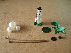 Madame Petite: Christmas little class: Deco Snow Doll Dollhouse Miniature Tutorials, Diy Dollhouse, Dollhouse Miniatures, Miniature Christmas, Christmas Minis, Christmas Ornaments, Vintage Christmas, Dolls House Shop, Glitter Houses