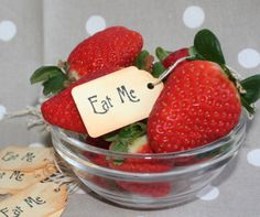 EAT ME Vintage Style Tags/Labels-Set of 10-Party-Wedding-Alice-Gift-Favour-Fete